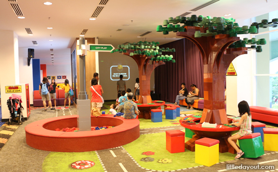 Legoland hotel specially for kids for Hotels near legoland with swimming pool